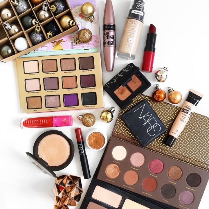 Holiday Makeup Picks For The Festive Season | Blogmas Day6