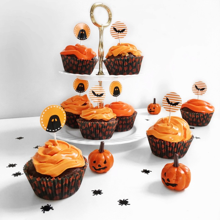 as we approach the spookiest day on the october calendar i thought now would be the perfect time to whip up a batch of halloween inspired cupcakes to